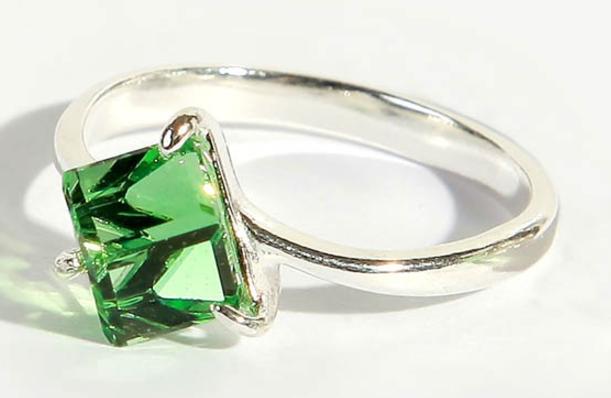 """Кольцо """"Кубик"""" с кристаллами Swarovski, покрытое серебром (a1701030)"""