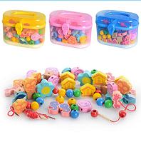 Деревянная игрушка ШНУРОВКА MD 0686  фигурки – бусы с отверстиями для шнурования и разноцветными шнурками, 3 цвета, в пластиковом чемодане FX