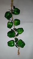 Вязка болгарского перца (зеленый), муляж перца зеленого.