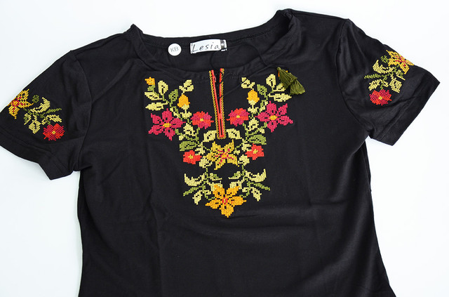 """футболка с вышивкой """"Цветы крестиком"""""""