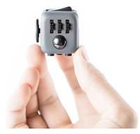 Кубик Fidget Cube позволяет одновременно успокоиться и сосредоточиться ZN