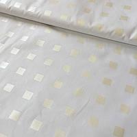 Тик с золотыми квадратиками на белом фоне, фото 1