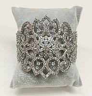 """Широкий браслет """"Ажурный с цветком"""" в белом металле с камнями Swarovski"""