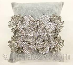 """Широкий браслет """"Пышные цветы"""" в белом металле с камнями Swarovski в бриллиантовой огранке"""