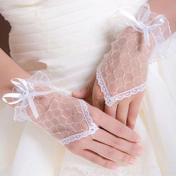 Свадебные перчатки без пальцев белые