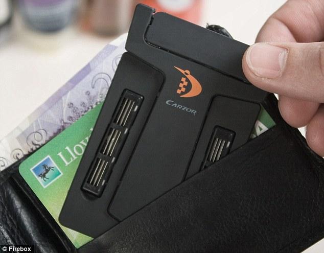 Бритвенный станок (Бритва)-Кредитка «Carzor» с запасным лезвием.
