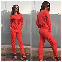 Женский спортивный костюм с сердцем .красного цвета