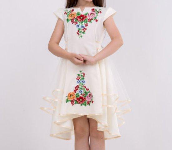 Необыкновенное вышитое платье для девочки