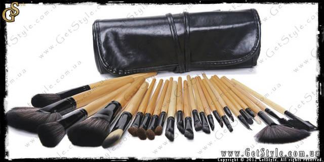 Набор кистей для макияжа Bobbi Brown - идеально подходит для профессиональных визажистов и новичков. Ручки кистей  Bobby Brown выполнены из неокрашенного, полированного  дерева, щетина натуральная.