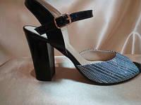 Женские кожаные босоножки с оригинальным принтом каблук 9 см.