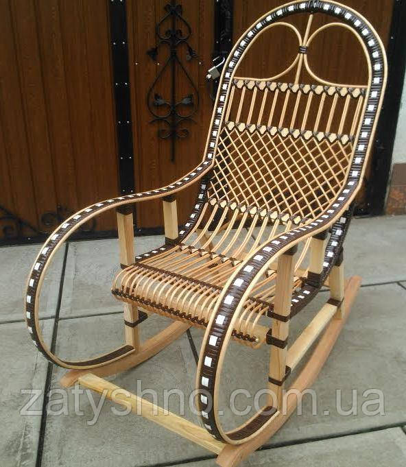Кресло качалка  коричневая с ротангом