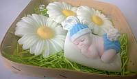Подарочный набор сувенирного мыла Малыш на подушке и ромашки