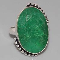 Кольцо с натуральным камнем изумруд в серебре.