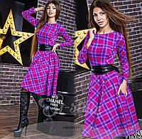 Трикотажное платье в клетку по колено с поясом из экко-кожи в комплекте