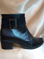 Ботинки женские кожаные на устойчивом каблуке 242