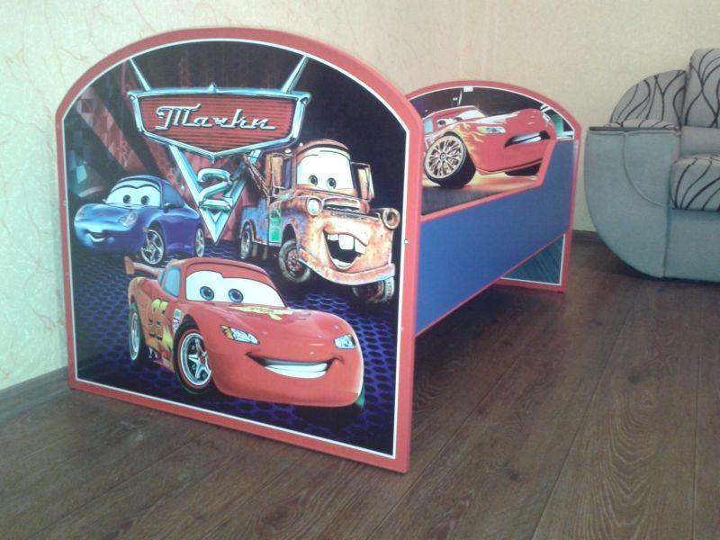 Детская кроватка с героями мультфильма «Тачки»
