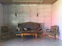 Гарнитур мягкой мебели в стиле  барокко, б/у. Диван, два кресла и столик.