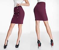 Стильная юбка декорирована пуговицами