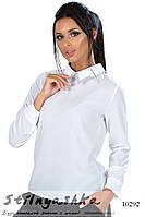 Нарядная белая блузка с украшением на воротнике