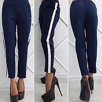 Стильные женские брюки с лампасами
