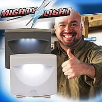 Светильник настенный с датчиком движения Mighty Light