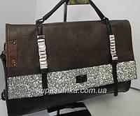 Стильная женская сумка из кожзаменителя шоколадного цвета с инкрустацией
