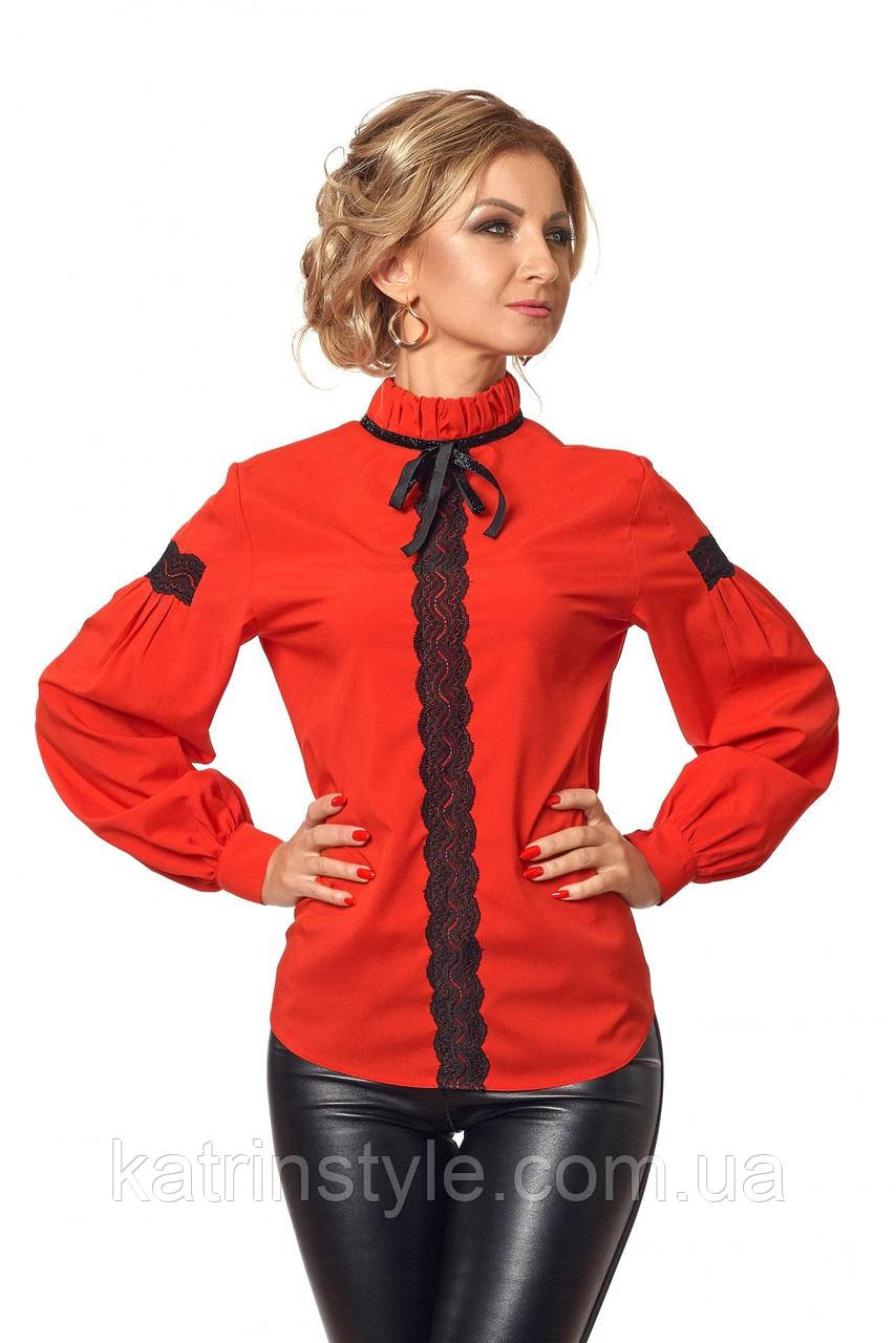 Блузка женская украшенная кружевом