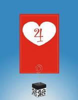 Красный номер на свадебный стол красного цвета с цифрой в сердце