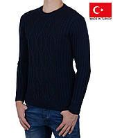 Мужской зимний свитер темно-синего цвета.