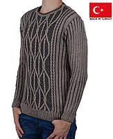 Теплый и мягкий молодежный свитер.