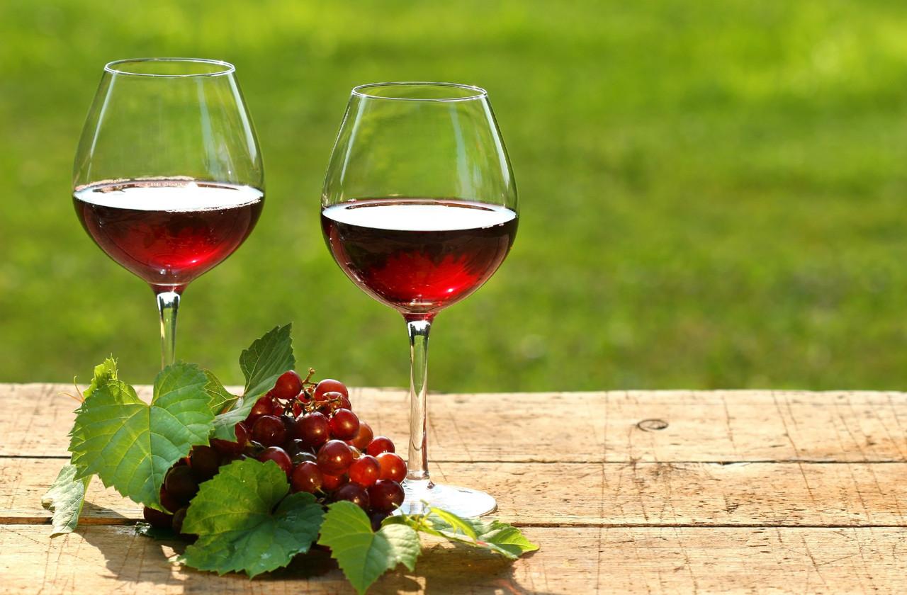 Вино Кадарка полусухое очень ароматное ( от береговских виноробов))