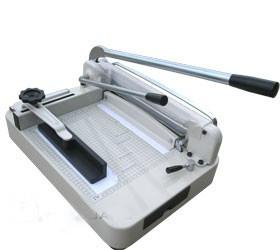 BW-868 А4, гильотина для бумаги ручная, длина реза 330 мм, толщина стопы 35 мм.