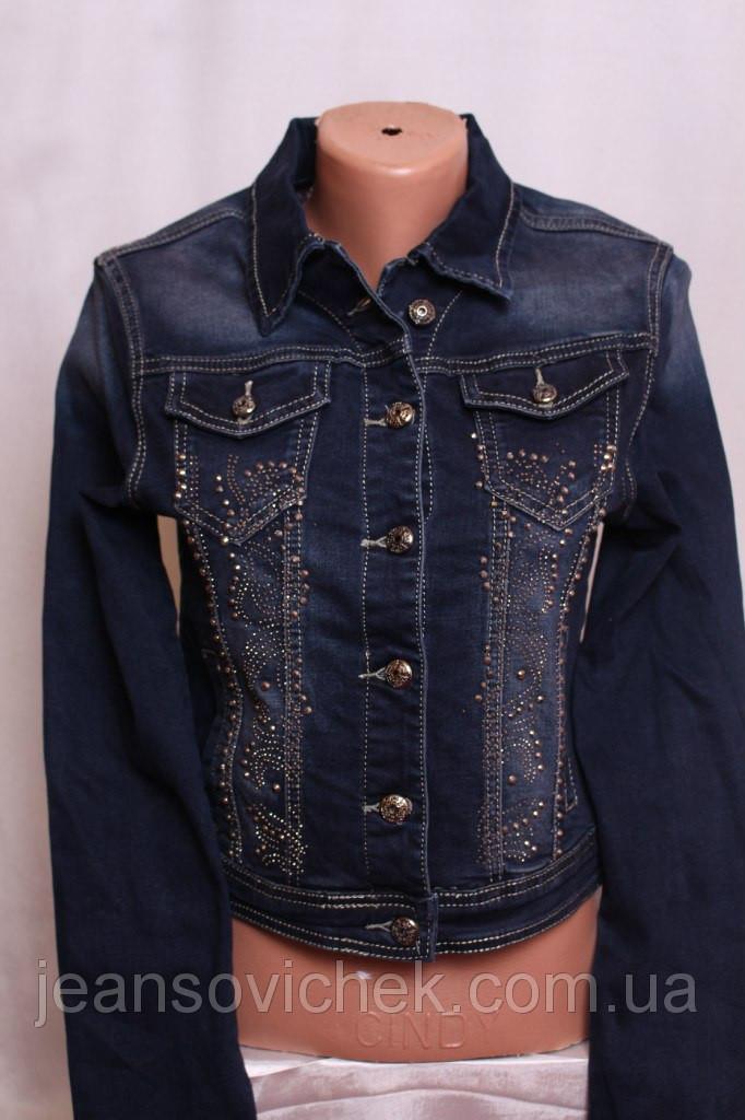 Женский пиджак с декором из страз