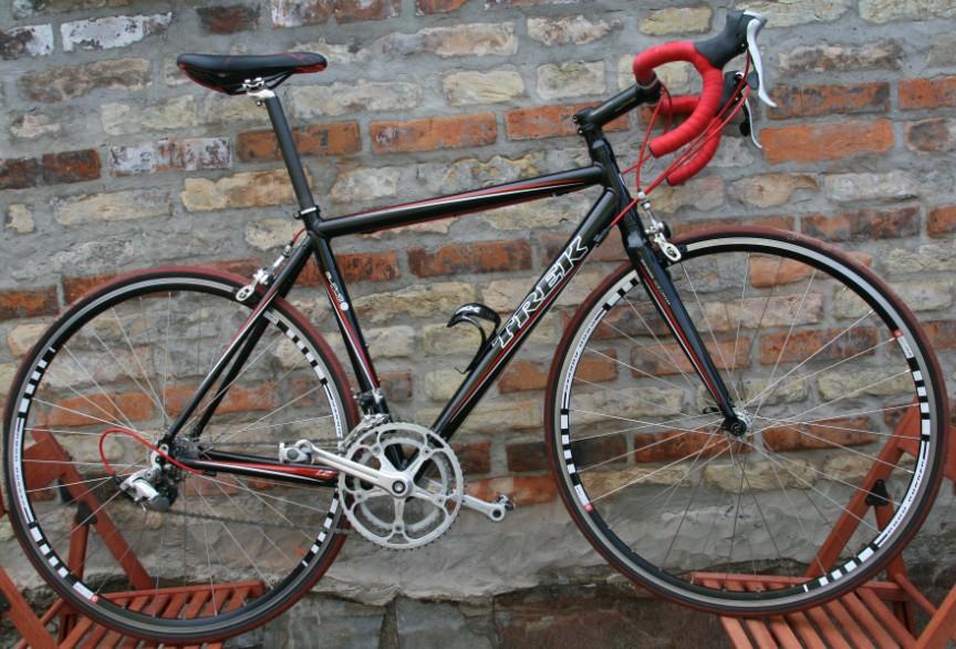 Шоссейный велосипед для дальних поездок на основе рамы Trek 1,2 (собран для поездки в Европу)