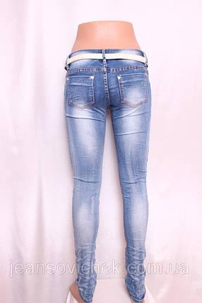 Женские джинсы  с порватостями и стразами, фото 2