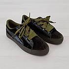 Женские оливковые кроссовки криперы маломерные Woman's heel из велюра на шнуровке, фото 4