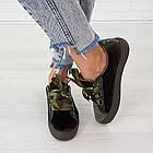 Женские оливковые кроссовки криперы маломерные Woman's heel из велюра на шнуровке, фото 3
