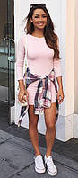 Светло-розовое женское платье