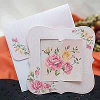 Интересные пригласительные на свадьбу с цветами и красивым конвертом