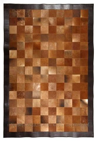 Коричневый ковер с кожаным кантом темно коричневого цвета