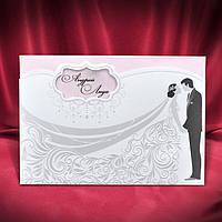Романтичные тесненные пригласительные на свадьбу с изображением молодоженов