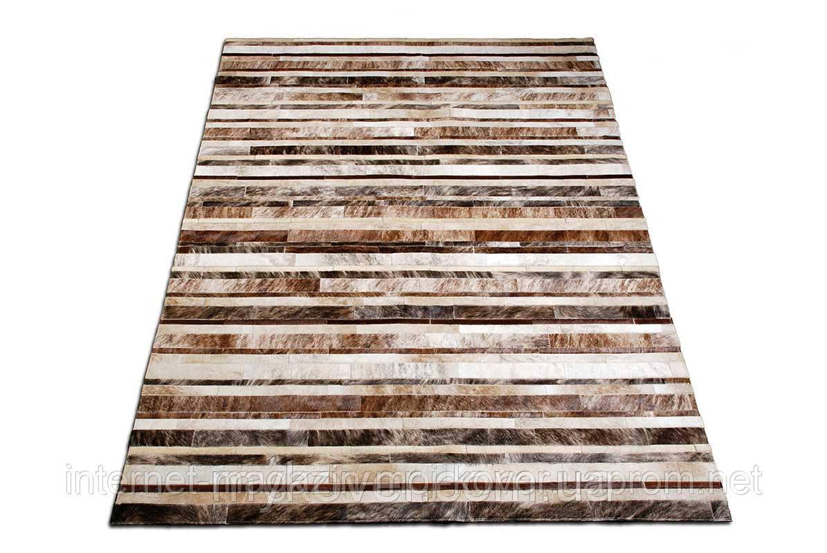 Смугастий килим світло-бежевих відтінків шкіри