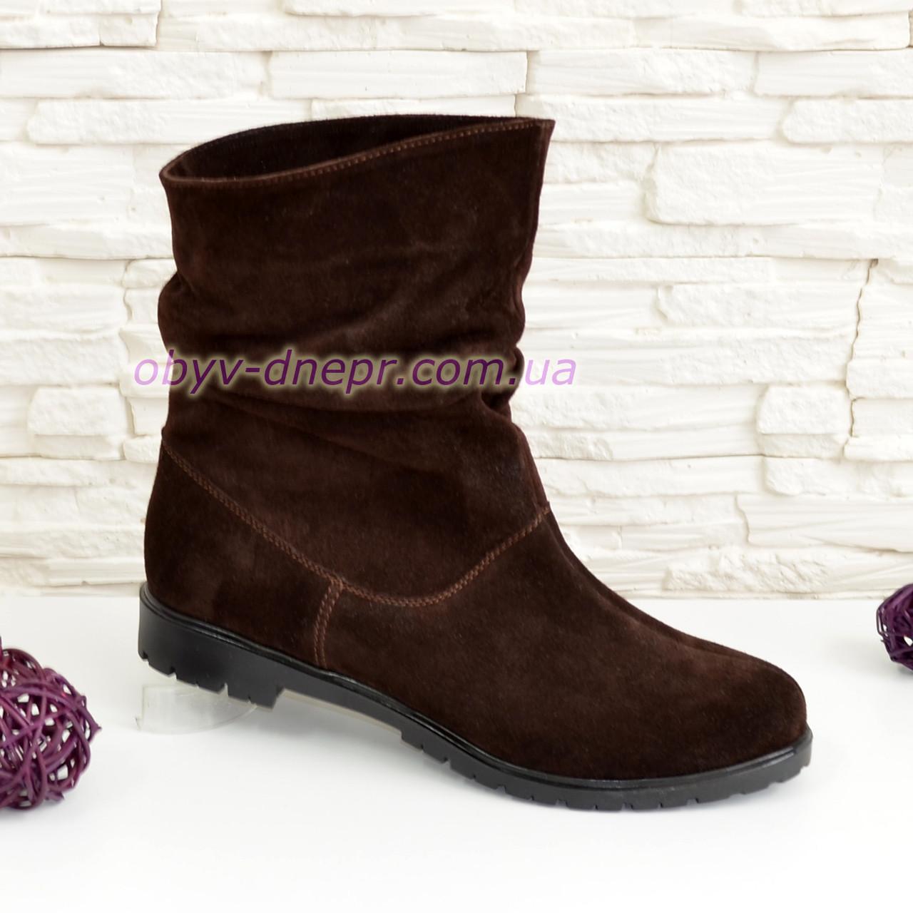 Ботинки коричневые женские замшевые свободного одевания.