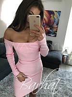 Платье с открытыми плечами облегающее