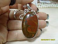 Кулон с камнем красная яшма в серебре.