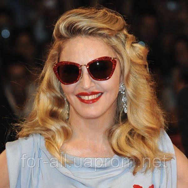Мадонна в солнцезащитных очках Miu Miu Glitter