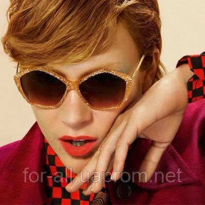 Хлоэ Севиньи в солнцезащитных очках Miu Miu Glitter
