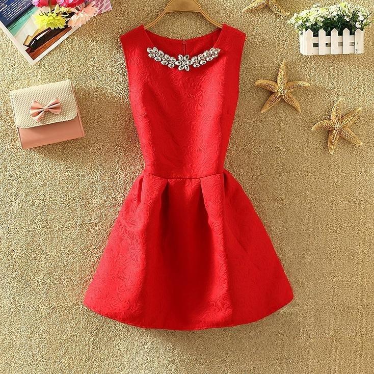 Платье женское жаккардовое с украшением красное