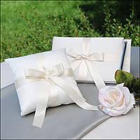 Книга для пожеланий с ручкой и подушка для колец белого цвета с алыми лентами в наборе
