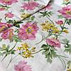 Сатин с крупными розовыми и мелкими желтыми цветами на белом фоне, ширина 220 см